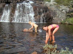 Jämtland är ju inte bara skidåkning, det kan också vara iskalla fjällbad på sommaren.