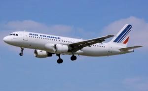 Air France flyger givetvis direkt till den franska huvudstaden.