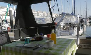 Frukost på båten.
