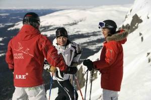 Två skidåkare med egen guide från Åre Skidskola på Åreskutan.