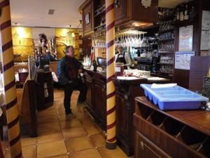 Baren på Auberge de Venise där författarna Hemingway och Fitzgerald söp till när de sågs första gången.