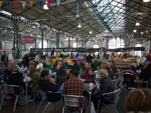 Belfastborna går gärna och äter på St. Georges Market.