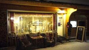 Mysiga Bellevue har både restaurang och bar.