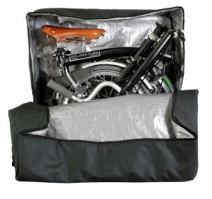 Till väskan jag har finns också specialsydda innerväskor där man rymmer rejält med kläder.