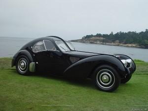 På Mullin Automotive Museum finns en Bugatti 57SC Atlantic.