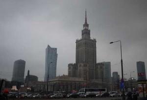 Palace of Culture and Science reser sig rätt hotande över Warszawa och det var säkert tanken när Stalin skänkte det.