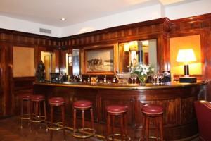 Club Frances har en bar med anor.