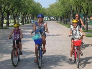 Det går utmärkt att ta med sig barnen på cykelturen.