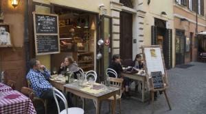 Ditta Trincetti i Rom dukar gärna upp på gatan.