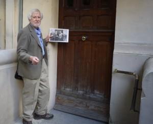 David vid Ezra Pounds dörr.
