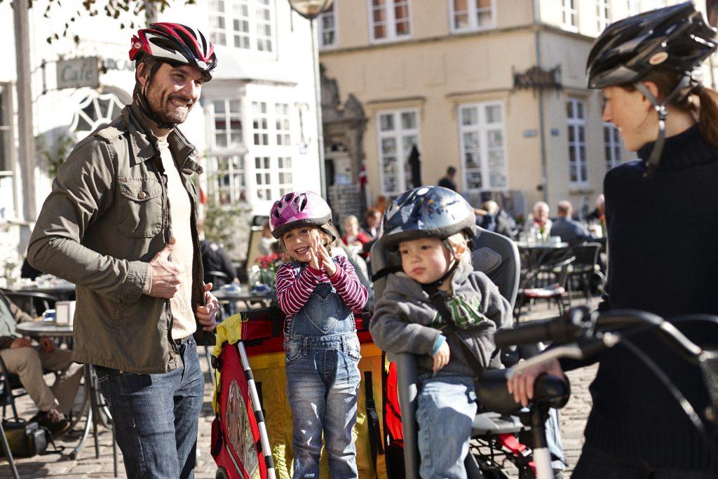 Hela familjen kan enkelt färdas med cykel i Köpenhamn, cykelbanorna är många och backarna få. Foto: Niclas Jessen