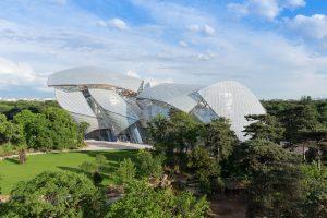 Frank Gehry har ritat det spektakulära museet Fondation Louis Vuitton i Paris.