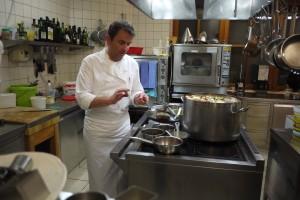 Frans Aichhorn gör ett lysande jobb i köket på Aichhorn.