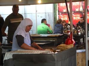 Bland allt annat på Gare du Midi serveras mat från jorden alla hörn.