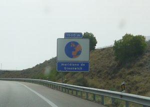 Greenwichmeridianen skär motorvägen strax före Barcelona.