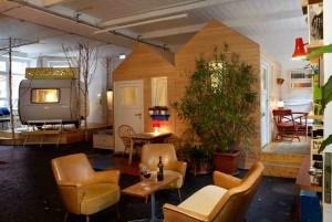 I Neukölln i Berlin kan man bo i husvagn under tak.