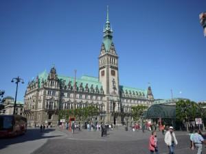 Hamburgs rådhus är säte för delstatsregeringen och obligatoriskt på de flesta rundturer.