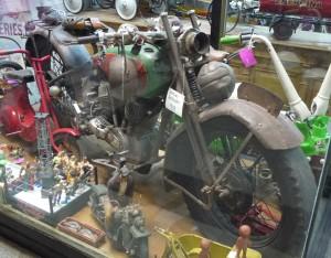 Vid startstationen Maipu finns en hel del antikhandlare. En av dem hade denna HD från 1929 i skyltfönstret.