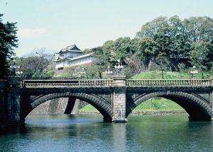 Med hjälp av Star Alliance jorden-runt-biljett går det att besöka Tokyo och titta på det kejserliga palatset.
