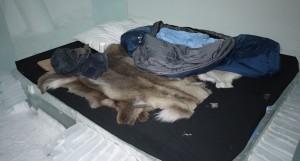 Kyligt rum och varm sovsäck.