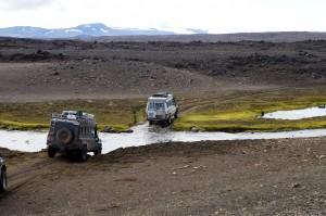 Det gäller att ha en bil som kan ta sig genom vattendrag om man ska köra över Island.
