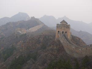 Kinesiska muren blir lätt tillgänglig med oneworlds biljett runt jordklotet.