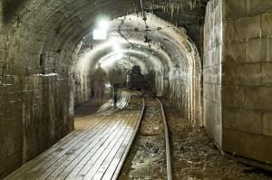 Gamla gruvgångar i Estland.