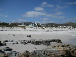 Kommetjie bjuder på vit sand, vita hus och bra surfvågor.