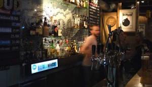 Kraken Rum Bar är riktigt trendig och senare på kvällen är det DJ och ibland levande musik.