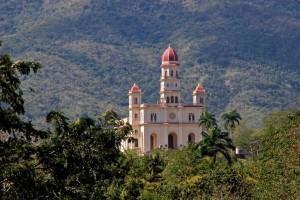 Santiago ligger precis nedanför de berg där Fidel Castro drog igång revolutionen.