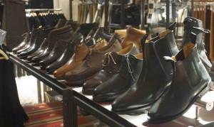 På Manufactum säljer man kläder, skor, verktyg, kökstillbehör, trädgårdsgrejer, leksaker, lampor, badrumsprylar.