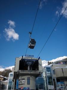 Här vid liftstationen Medran mitt i Verbier börjar de flesta färden upp på bergen runt Verbier.