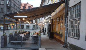 Muusu har både en trevlig restaurang inomhus och en kul uteservering. Maten är densamma.