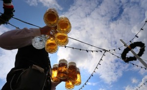 På Oktoberfesten i München konsumeras obegripliga mängder öl.