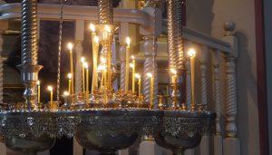 Vaxljusen brinner ständigt i den ryskortodoxa katedralen.