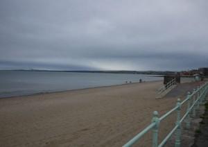 I oktober är stranden i Portobello öde, men på sommaren är det full rulle här.