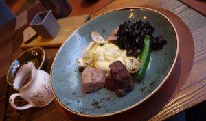 Kalvkind och kalvtunga kan man få på Restorans 3.
