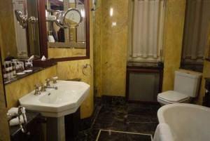 Läckraste art deco-badrummet finns på Rialto.