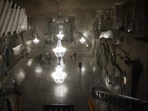 I det här underjordiska kapellet är allt gjort i salt, till och med takkronorna och golvplattorna.