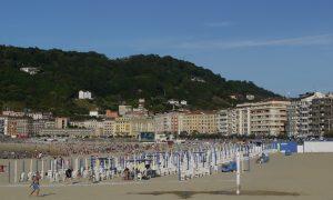 San Sebastian är sig likt, fullproppat på stranden och makalös mat.