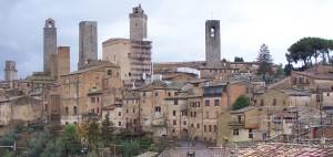 Några av tornen i San Gimignano i Italien.