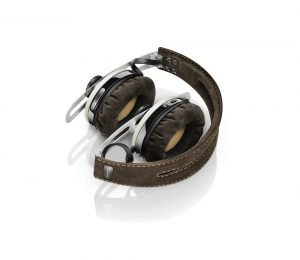 Snygga Sennheiser Momentum On-Ear tar inte mycket plats när den är hopfälld.