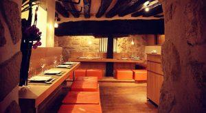 Strama japanska linjer och gamla krokiga takbjälkar fungerar alldeles utmärkt ihop, särskilt när det kryddas med fantastisk mat.