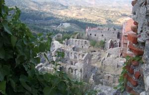 På vägen ner genom Peleponnesos passerar man bland annat Sparta.
