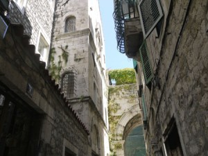 En typisk gata i gamla delen av Split.