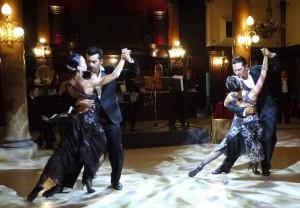 Tangoshow på La Confiteria Ideal.