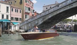 Det är stil på taxibåtarna i Venedig, men hu vad dyra de är.