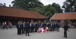 Studenterna kommer till Temple of Literature.