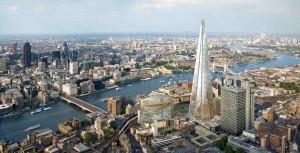 The Shard reser sig högt över allt annat i London.