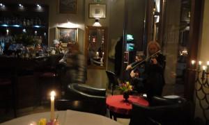 Levande musik var det också till maten på Trezo.